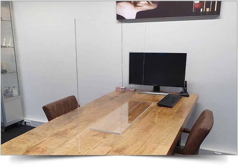 Kuchscherm of spatscherm voor spreektafel